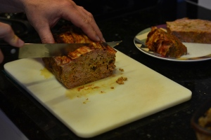 cutting meatloaf