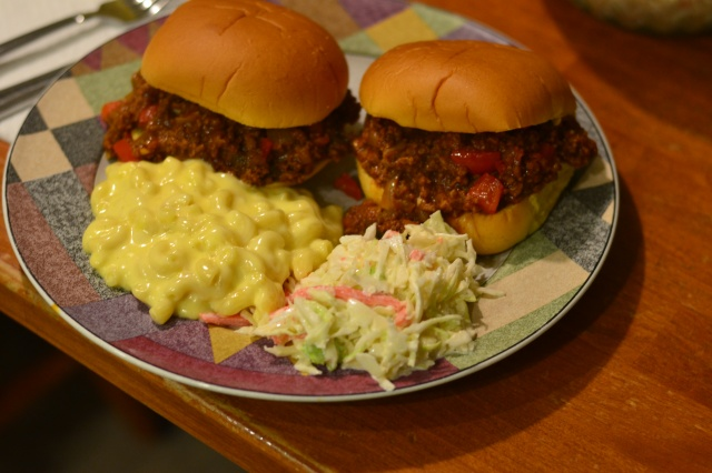 sloppy-joes-with-mac-and-cheese